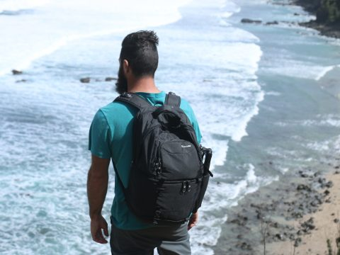 Backpack Review: Pacsafe Camsafe V25. Check out more at www.beardandcurly.com