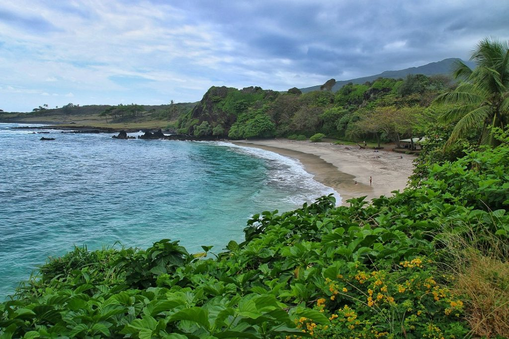 Scenic perspective of Hamoa Beach surrounding by bushes and white sand