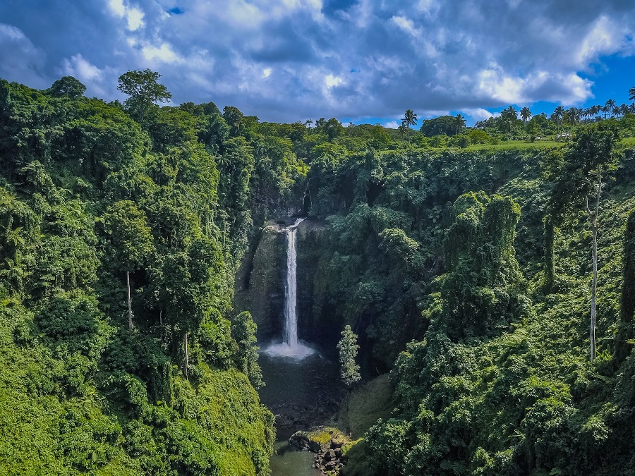 Sopoago Falls, Samoa Country Guide, Ultimate Backpacking Guide to Samoa, Samoa on a Budget, Check out more at www.beardandcurly.com.