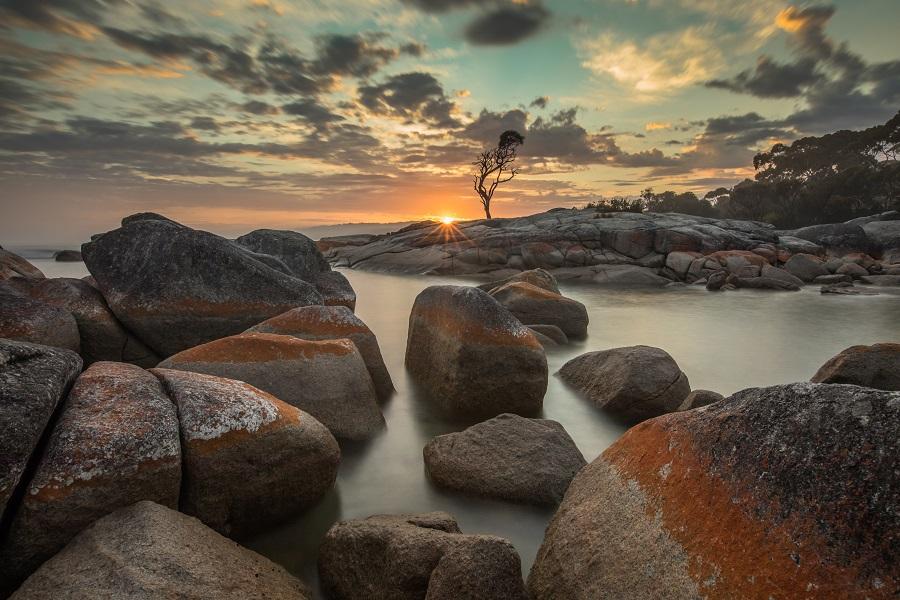 amazing star burst at sunrise at Binalong Bay