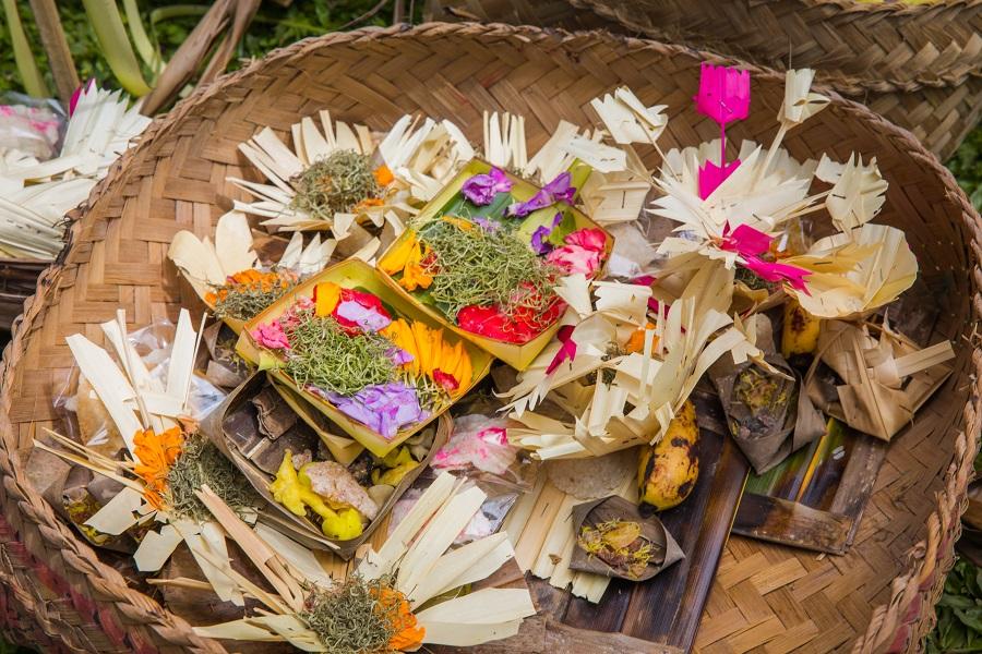 Things to Do in Ubud, Top Things to Do in Ubud, Top Things to do in Bali, Best Things to do in Ubud, Best Attractions in Ubud, 10 Things You Must Do On Your Next Trip to Ubud (Bali), Cepud Tekung, Tibumana, Kanto Lampo, Temple, Balinese, Hindu, Campuhan Ridge Trail, Tirta Gangga, Uluwatu, Nusa Penida, Kelingking beach, Broken Beach, Angel's Billabong, Tegallalang Rice Fields, Lempuyang Luhur, Handara Gates, Ulun Danu Beratan, Monkey Forest Temple
