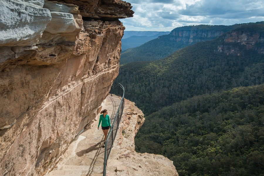 Walking on the National Pass trail in the Blue Mountains